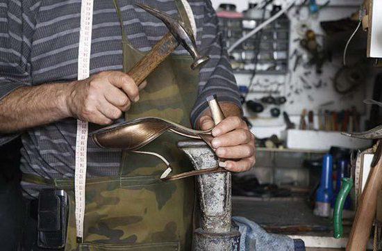 biznes-po-remontu-odezhdi-obuvi-v-garazhe